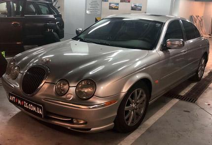 Замена штатной магнитолы на мультимедию и установка камеры заднего вида в автомобиле Jaguar S-Type 2000