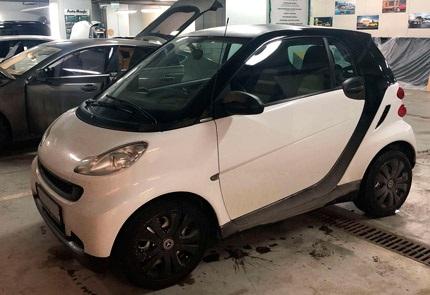 Замена магнитолы, акустики, установка камеры заднего вида, улучшение освещения в салоне автомобиля Smart Fortwo