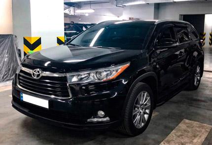 Замена магнитолы и установка камеры переднего вида в автомобиле Toyota Highlander 2015