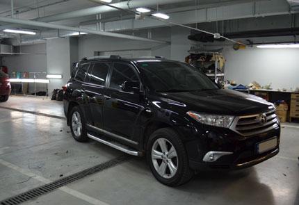 Установка штатной магнитолы, камеры заднего вида и диодных габаритных ламп на автомобиль Toyota Highlander 2011