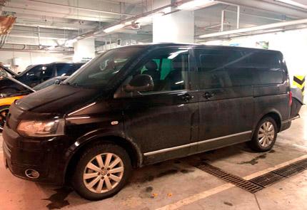 Установка камеры заднего вида на багажник Thule в автомобиле Volkswagen Multivan T5 2014